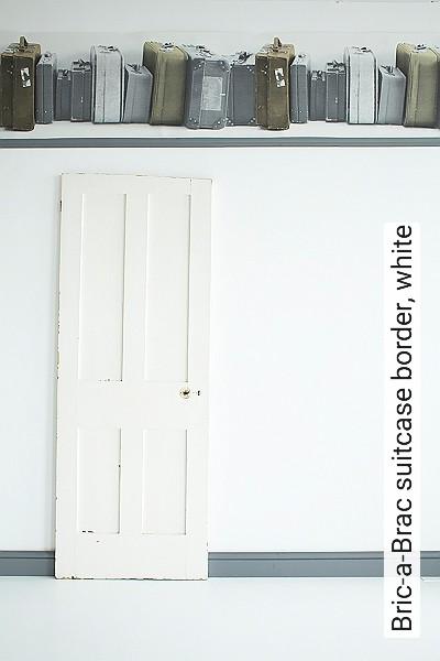Bild: Tapeten - Bric-a-Brac suitcase border, white